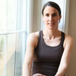 Über uns: Nora ist Trainerin für Pilates