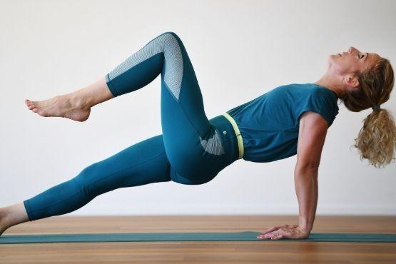 Trainingsprogramme - Shape UP Ganzkörpertraining für Mütter: Unser shape UP Programm bringt dich mit Funktionellem Training, Yoga und Pilates wieder in Form.