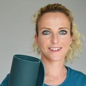 Stefanie erstellt sichere aber fordernde Workouts und Programme für rund8fit