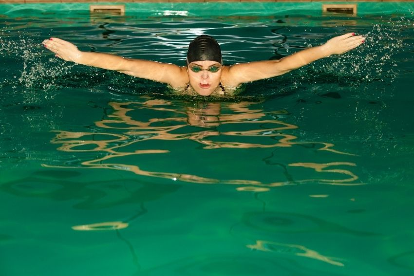 Delfin Schwimmen in der Schwangerschaft