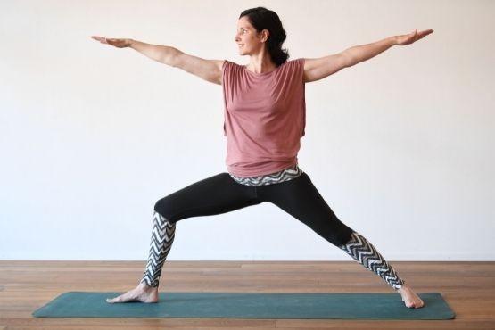 Die Yogaeinheiten (Asanapraxis, Pranayama (Atem), Kurzmeditation, Savasana etc.) vereinen körperliche und mentale Aspekte und geben Halt und Zuversicht.