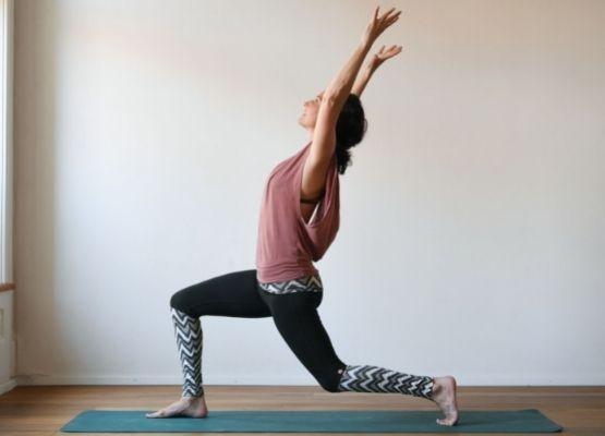 Yoga in der Rückbildung bringt Selbstvertrauen und Bindung.