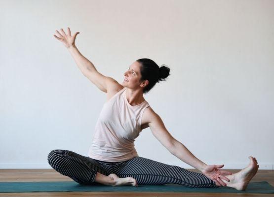 Yoga in der Schwangerschaft hilft loslassen, sich öffnen und hingeben für die Geburt.